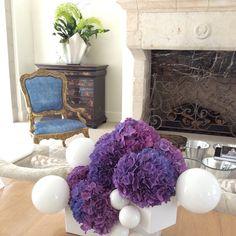#sneakpeek our new living room although it's not done yet. Beautiful flower arrangement by @ufgrangehall #newhouse #houseinterior #hanhlifeintravel #interiordecor #interiorinspiration #hanhhomedecoration