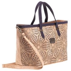 Vegane Tasche aus Kork von Montado – Handtasche mit Lasercut-Muster Tote Bag, Bags, Fashion, Handbags Online, Personal Style, Laptop Tote, Sustainable Fashion, Pocket Wallet, Handbags