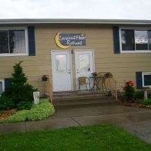 Crescent Moon Retreat - La Crescent, MN:  Self-service private Weekends or Weekdays accommodating 4-10 guests.