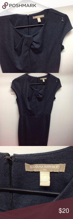 🎉 SALE 🎉 Banana Republic Dress Size: 4 Banana Republic Dresses Midi