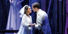 Nog even en dan gaat de musical West Side Story in première. Vanaf 12 december kun je gaan genieten van de voorstelling die is geïnspireerd op het klassieke liefdesverhaal van Romeo en Julia en die in 1957 op Broadway in première ging. De musical was onmiddellijk een succes, waarna er nog vele opvoeringen volgden –en…