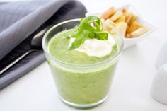 Die Rucola-Cremesuppe ist eine pikante und aufregende Komposition. Versuchen Sie dieses Rezept - es ist die Arbeit wert.