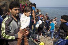 Refugiados sirios llegan a la isla de Lesbos