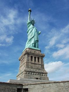 The Statue of Liberty! Visit Wanderu's travel guide to see more popular places to visit in NYC! The Places Youll Go, Places To See, Places Ive Been, New York Vacation, Vacation Spots, Cheap Bus, Liberty New York, New York Harbor, Buses And Trains