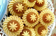Let's bring some festive cheers to the upcoming Christmas season with some Flower Blossom Pineapple Tarts. I've previously shared the recipe but a more detailed one is in the works. Tart Recipes, Sweet Recipes, Baking Recipes, Cookie Recipes, Dessert Recipes, Asian Desserts, Sweet Desserts, Pandan Cake, Biscuits