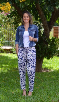 Look do dia - look de trabalho - moda corporativa - moda executiva - work outfit - office outfit - work wear - look verão - summer - calça pijama - jaqueta jeans - Calça estampada - look comfy - findi - Despojado - blue - Azul