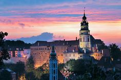 Cesky Krumlov, Czech Republic - a must see European town Beautiful Buildings, Beautiful Places, Places To Travel, Places To Visit, Prague Travel, Heart Of Europe, Medieval Town, Central Europe, Best Cities