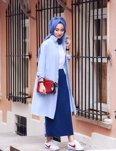 Fashion Arabic Style   Illustration   Description   C'est la rentrée et la fin des vacances, on aura plus de temps à perdre devant le miroir chaque matin en se demande quelle tenue de hijab porter avant de sortir, comment mettre le hijab rapidement! Pour vous aider donc à dépasser tout cela nous... Hijab Casual, Hijab Chic, Hijab Elegante, Islamic Fashion, Muslim Fashion, Modest Fashion, Fashion Outfits, Womens Fashion, Conservative Outfits