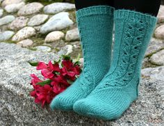 Ulla 03/15 - Ohjeet - Rauha joulukuun pitsisukat Crochet Socks, Knitted Slippers, Knitting Socks, Knit Crochet, Knit Socks, Boot Cuffs, Yarn Colors, One Color, Mittens