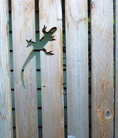 Gecko faragott egy kerítés