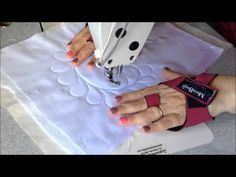 Plumas by Marcia Baraldi Free Motion Quilting, Quilting Tips, Quilting Tutorials, Machine Quilting, Sewing Art, Love Sewing, Quilted Bag, Sewing Projects For Beginners, Sewing Techniques