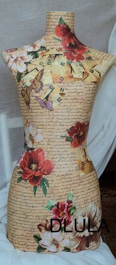 People can be so creative in covering display forms! Check out Barr Display and customize your own! Shabby Chic Mannequin, Dress Form Mannequin, Mannequin Heads, Decoupage, Mannequins, A Boutique, Dressmaking, Clothing Patterns, Vintage Dresses