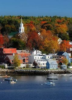 for some reason I've always wanted to visit Maine... see a little coastal town, lighthouse, fall colors, and drive along the water :)