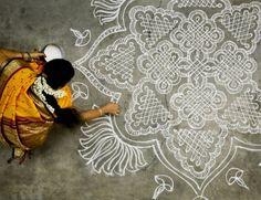 Street Mandala - A Rangoli is a mandala that women draw on the sidewalk during festivities in India. via sacred geometry & the flower of life Mandala Art, Mandala Drawing, Street Art, Spiritual Symbols, Rangoli Designs, Rangoli Ideas, Kolam Rangoli, Chalk Art, Sacred Geometry