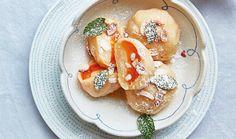 Meruňkové knedlíky z pařeného těsta - recept. Přečtěte si, jak jídlo správně připravit a jaké si nachystat suroviny. Vše najdete na webu Recepty.cz. Tzatziki, Pancakes, French Toast, Breakfast, Fit, Morning Coffee, Shape, Pancake, Crepes