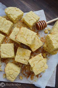 Pan de elote amarillo www.pizcadesabor.com Corn Cakes, Tasty, Yummy Food, Pan Bread, Bread Rolls, Sin Gluten, Gluten Free, Tostadas, Cornbread