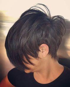 Peinados cortos en capas que te encantarán // . - Peinados cortos en capas que te encantarán // # En capas # corto Estás en el - Cute Hairstyles For Short Hair, Pixie Hairstyles, Short Hair Cuts, Short Hair Styles, Pixie Cuts, Pixie Bob, Medium Hairstyles, Short Hair Long Fringe, Tapered Hairstyles