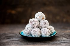 You don't need an oven to enjoy dessert when you've got this healthy coconut macaroons recipe. These no-bake snack balls are a treat you can feel good about eating. Peanut Butter Energy Balls Recipe, Biscuits Graham, Macaroon Recipes, Coconut Macaroons, Protein Ball, Protein Energy, Chocolate, Coconut Flour, Vegetarian