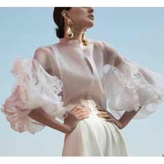 Quirky Fashion, Daily Fashion, Chemises Sexy, Silk Organza, White Silk, Long Sleeve Shirts, Shirt Sleeves, Style Inspiration, Trending Outfits