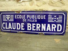 """Ecole Publique de filles """" Claude BERNARD """" à Tourcoing (59). Plaque émaillée aux couleurs brillantes.104 cm x 34 cm."""