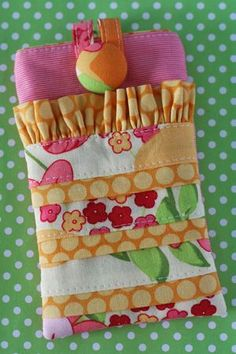 Want to make one for my droid Fabric Crafts, Sewing Crafts, Sewing Projects, Sewing Ideas, Cute Phone Cases, Ipod Cases, Sewing School, Craft Bags, Love Sewing