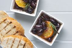 Roasted Olives with Clementine. Warm olives with rosemary and clementines - You're going to need extra bread for this. Easy Appetizer Recipes, Raw Food Recipes, Fall Recipes, Snack Recipes, Appetizers, Snacks, Roasted Olives, Marinated Olives, Homemade Pumpkin Pie