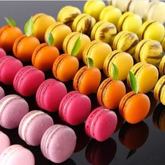 Whos else loves a nice Macaron by Chocolate Chip Cookies Desserts Covered Cute Desserts, Delicious Desserts, Delicious Chocolate, Sweet Recipes, Snack Recipes, Cake Recipes, French Macaroons, Pink Macaroons, Macaroon Cookies