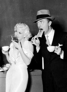 Jean Harlow and William Powell take a coffee break between scenes; he was very much in love with Jean Harlow and was broken hearted when she suddenly died of kidney failure. Hollywood Couples, Old Hollywood Stars, Hooray For Hollywood, Hollywood Icons, Golden Age Of Hollywood, Vintage Hollywood, Hollywood Glamour, Classic Hollywood, Hollywood Pictures
