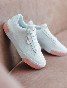 Pink and white Puma Cali sneakers. Sneaker Outfits, Converse Sneaker, Sneakers Mode, Sneakers Fashion, Adidas Sneakers, Pumas Shoes, Nike Shoes, Zapatillas Nike Sb, Puma Cali