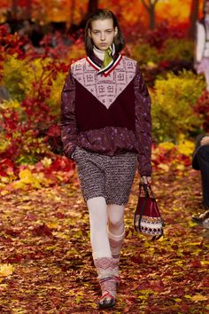 Moncler Gamme Rouge Fall 2017 Ready-to-Wear Fashion Show - Maria Clara