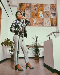 Sara Carvajal de Popa (@saracarvajaldepopa) • Instagram photos and videos Capri Pants, Photo And Video, Instagram, Videos, Photos, Outfits, Fashion, Seasons, Moda
