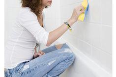 Het is vies, hardnekkig en je wilt er voorgoed vanaf. Ben je op zoek naar een effectieve manier om schimmel tussen de voegen van je badkamertegels te verwijderen? Libelle weet raad!