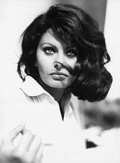 Sophia Loren, Dama di Gran Croce OMRI is an Italian actress. Loren is widely recognized as the most awarded Italian actress. Sophia Loren, Hollywood Stars, Classic Hollywood, Old Hollywood, Divas, Zooey Deschanel, Timeless Beauty, Classic Beauty, Pure Beauty