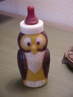 Vintage Evenflo Owl Plastic Baby Bottle. Oh, my goodness! Would Roland love this!!