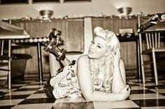 Great roller Skate Pin up photo! Want to do one like this but with a cupcake involved also :-)