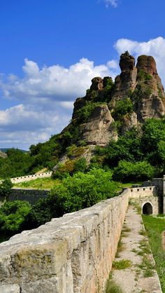 The beautiful Belogradchik Rocks, Bulgaria. Astrogeographic position: in the water sign Cancer with the air sign Aquarius for field level 3.