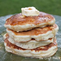 Thick, fluffy delicious banana pancakes. Easy recipe too!