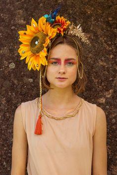 (Só se basear no cordão dourado na cabeça que é fácil e encontrar no centro em loja de carnaval e fantasia )