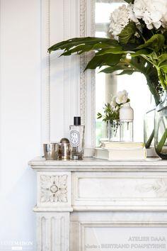 〚 Modern elegance: black and white apartment in Paris 〛 ◾ Photos ◾Ideas◾ Design Modern Interior Design, Interior Styling, Interior Decorating, Elegant Home Decor, Elegant Homes, Parisian Decor, White Apartment, Black And White Interior, Home Living