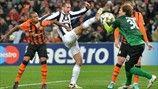 Giorgio Chiellini (Juventus) & Andriy Pyatov (FC Shakhtar Donetsk)   Shakhtar 0-1 Juventus. [05.12.12] Uefa Champions League, Soccer, Sports, Hs Sports, Futbol, Soccer Ball, Excercise, Football, Sport