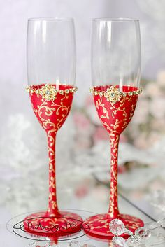 Red and gold, wedding champagne flutes from the collection Art Deco, gold lace, classic wedding, personalized bride and groom flutes, 2pcs.  ♥♥♥♥♥♥♥♥♥♥♥ABOUT THIS ITEM♥♥♥♥♥♥♥♥♥♥♥ ♥THIS ITEM FOR : - 2 champagne flutes  ♥MEASUREMENTS: -Champagne flutes : Height - 9 inch (23 sm). Volume – 210ml (7,4 oz)  ♥USED MATERIAL - non-toxic acrylic paint,сrystal.  ♥PERSONALIZATION 0-no personalization, 1-inscription paint, 2-engraving glasses, 3-initials crystals   Engraving of our products is done…
