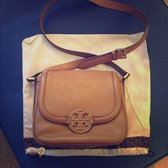 Tory Burch Amanda Round Cross Body Bag Measurements: 9.5 x 8.7 x 3.7 inches. Like new and in great condition, only worn about five times. Comes with dust bag. Please let me know if you have any questions. Tory Burch Bags Crossbody Bags