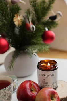 Handgefertigte Kerzen aus Biobienenwachs. Hergestellt in Österreich. Ein natürlicher Duft der jedes Zuhause gemütlich macht. Ein schönes Gastgeschenk oder Weihnachtsgeschenk. Handmade candles from organic beeswax. Made in Austria. A natural scent that makes every home cosy. A nice guest gift or Christmas present. #hyggehome #christmas #hyggezuhause #weihnachten #weihnachtsgeschenk Candle Jars, Candles, Hygge, Thanksgiving, Vegetables, Food, Handmade Candles, Dekoration, Gifts For Women