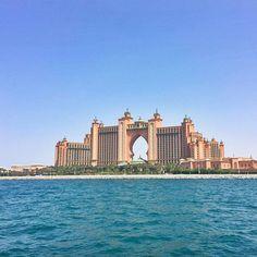 """Morning Dubai! Beautiful Atlantis. 😉   Bom dia amores! Que o Senhor Jesus seja uma fonte de água viva a jorrar em você, que a graça, o amor, a direção, o sustento, a fortaleza, a sabedoria e a paz de """"Deus"""" sejam sobre a sua vida e de sua família. 🙏🏻😘 #Deusabencoeseudia  #schwabviaja #Dubai #mydubai #atlantis #beautifulhotel #nadiaschwab #vivendonaarabiasaudita #orientemedio #saudiarabia #middleeast"""