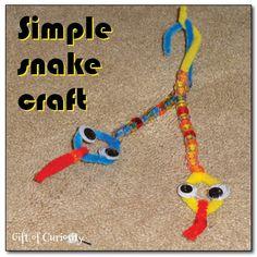 Simple snake craft summer snake diy craft crafts diy crafts do it yourself summer crafts Preschool Jungle, Jungle Crafts, Vbs Crafts, Bible Crafts, Camping Crafts, Preschool Crafts, Crafts To Make, Crafts For Kids, Arts And Crafts