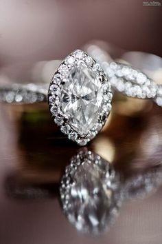 #beautiful #diamond #beauty #beautifulpicsnvids #classic #engagementrings #engagement #rings #stunning #weddingrings #gorgeous #ring #engagementring #greenlakejewelry #filigree #stonesetters #jewelry #platinum #style #stonesetting #handengraved #artdeco #handmade #craftsmanship #setting #sungwoo_eric_hong #goldsmith #instajewelrygroup #weddingwednesday #wandwjewelersZásnubné prstene, ktorými sa pýšia ženy Najkrajšie+zásnubné+prstene