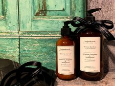 Home Page - Luxury hand and body lotions, shower and bath products. Benjamin Scott brings together a selection of pure scented oils combined with gold.