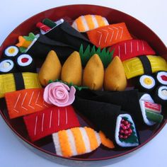 With Your Food! I love the combinations on this felt sushi tray! My favorite are the sushi rolls.I love the combinations on this felt sushi tray! My favorite are the sushi rolls. Cute Crafts, Felt Crafts, Crafts For Kids, Diy Crafts, Pretend Food, Pretend Play, Felt Play Food, Ideal Toys, Food Patterns