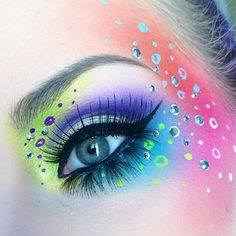 Bubbly and colorful makeup by Makeup Eye Looks, Eye Makeup Art, Colorful Eye Makeup, Beautiful Eye Makeup, Eye Art, Rave Makeup, Creative Makeup Looks, Maquillaje Halloween, Magical Makeup
