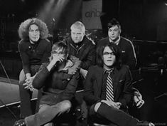 And here you can see a clip of frank smelling Gerard's hair...... Nice frank